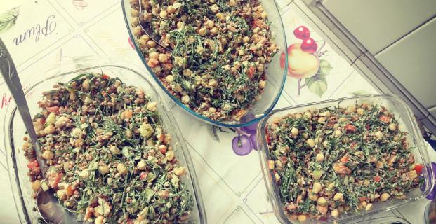 Salada de grãos ao molho de tahine